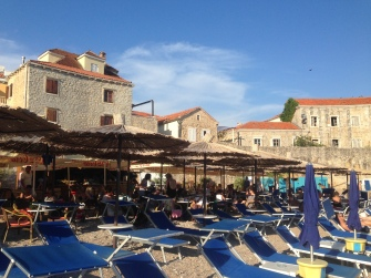 Oude stad Budva met strand