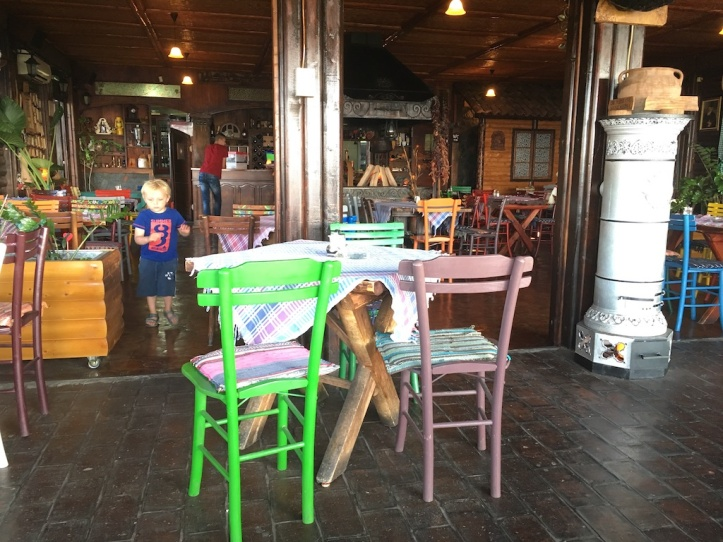 Etno Konak stoelen