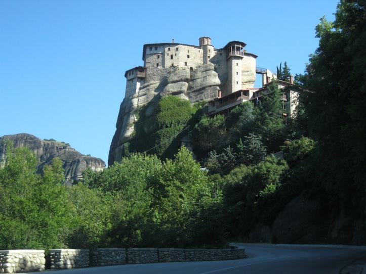 Klooster Roussanou vanaf weg