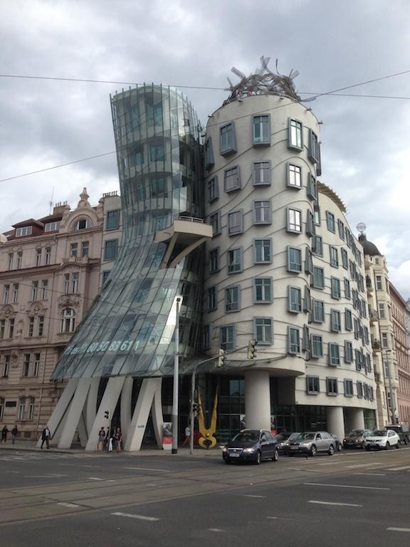 Praag Dansend gebouw